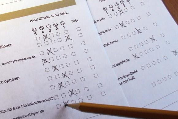 Spørgeskemaerne kan udfyldes både med blyant og via internettet.  Her ses et glimt fra et skema for Hasselager.