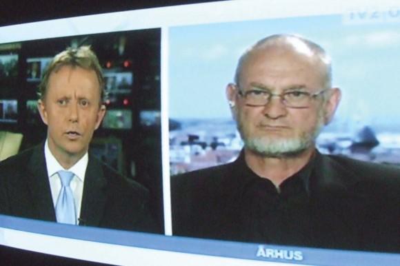 TV2 Østjylland spørger Torben Overgaard om fugt og råd på Udsigten. Foto af udsendelsen