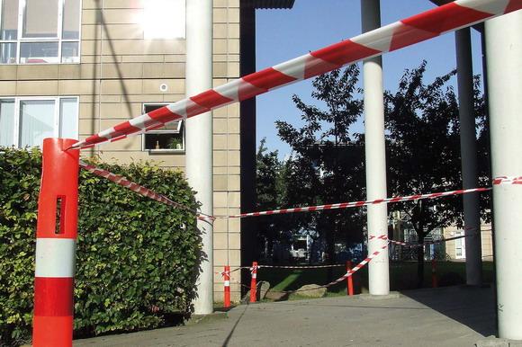 Odinsgård afspærres pga. fare for nedfaldende vinduer.