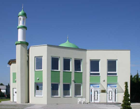 Arkivfoto af E-W på Wikimedia:  Ahmadiyya-muslimernes Anwaar-moske i Rodgau nær Frankfurt am Main i Tyskland