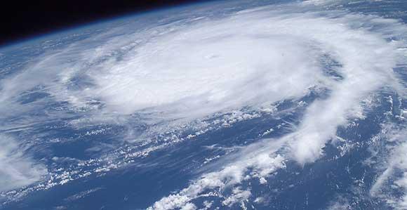 Arkivfoto af Nasa/ Wikimedia: Stort stormvejr set fra den internationale rumstation ISS.