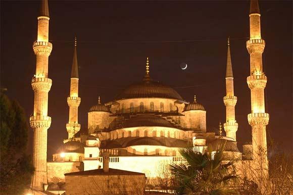 Arkivfoto fra Wikimedia af Josep Renalias: Den blå moske i Istanbul