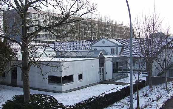 Byens boligforeninger er iskolde over for irettesættelser fra både minister og kommune. Arkivfoto af Ulrik Ricco Hansen (Brabrand Boligforenings administrationsbygning)