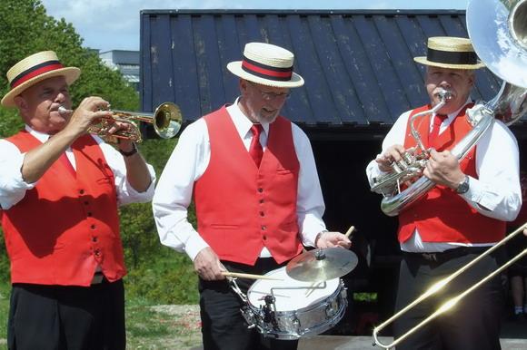 Festlig hornmusik fra Ramsing Street Parades.