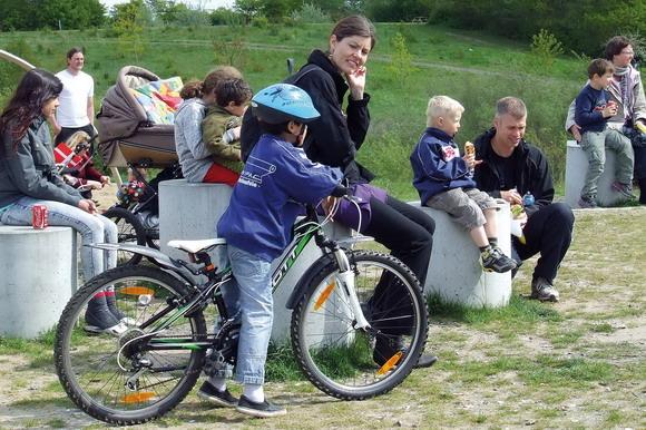 Børnefamilier nød sommer og underholdning i Hasle Bakker.