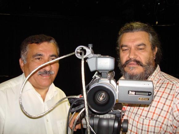 """""""Selvom folk har boet i Danmark i mange år, er der mange, som ikke kender vores samfund særlig godt,"""" siger Hüseyin Arac (tv), som sammen med Rui Monteiro er ved at være klar med det første af de oplysende programmer."""