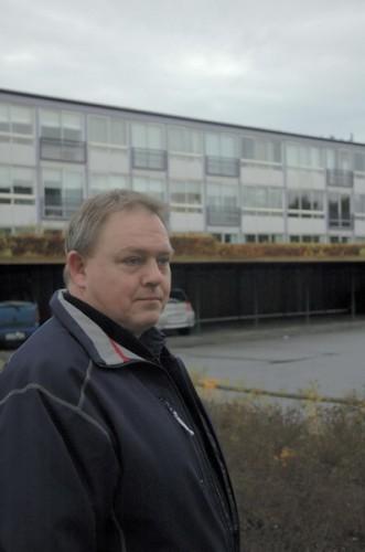 Varmemester Bo Jespersen, Kjærslund foran en blok uden paraboler