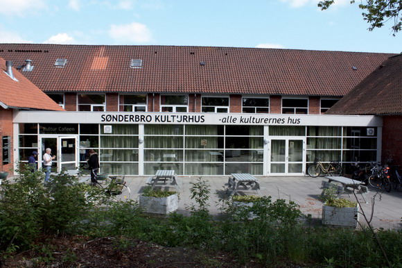 Sønderbro kulturhus - hvor en masse spændende foregår.