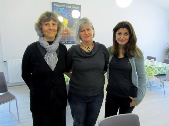 """Der er tre ansatte i Sundhedscafeen; Sygeplejerske Marianne Viskum, projektleder Helle Dybdal Jensen ogprojektmedarbejderRosita Ahmadian."""""""