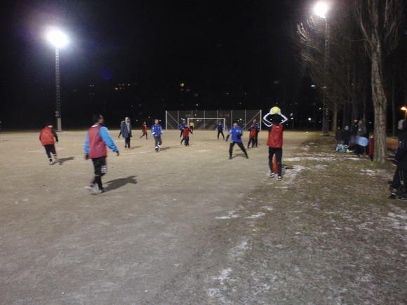 Trods storm og kulde gik alle oldboysspiller til stålet,  da grusfodboldbanen midt i Gellerup blev indviet.