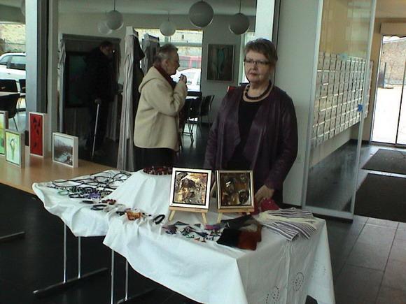 Hanne Grunnet foran sit Kunsthåndværk