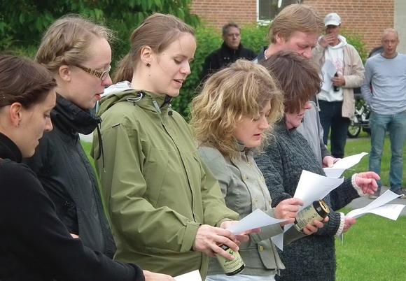 Midsommervisen blev sunget to gange – både på Lange-Müllers traditionelle melodi og den fra Shu-bi-dua.