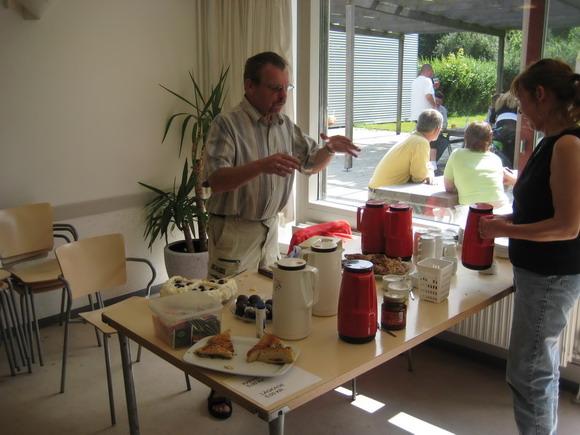 Pensionistklubben sælger kaffe og kage