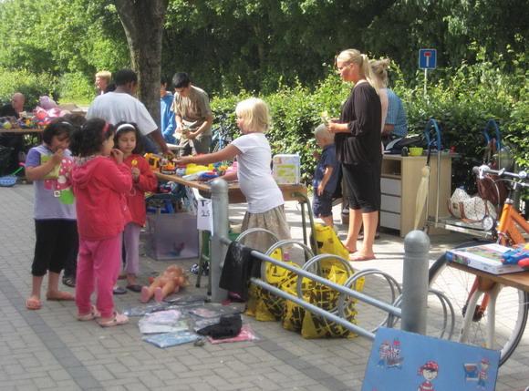 Både børn of voksne fandt ting at købe til børnemarked og voksenmarked