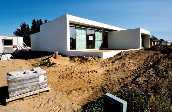 Et anderledes hus tager form. Men det anderledes ser man ikke: Byggematerialet er højstyrkebeton