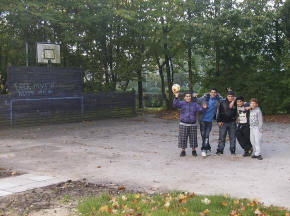Den gamle nedslidte fodboldbane på Dortesvej bliver snart erstattet af en ny multibane, hvor der kan spilles både basket og fodbold