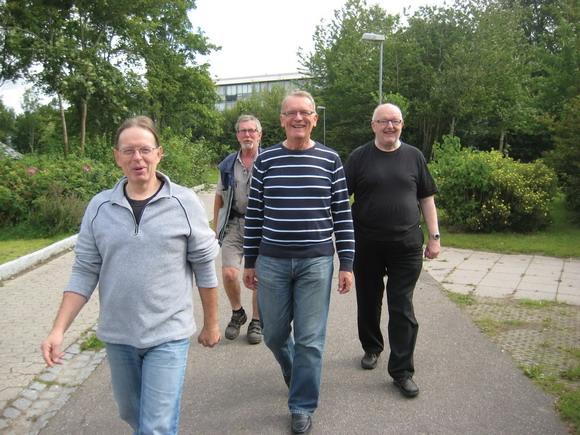 På første gåtur for mænd med røde kinder og i slud så mændene rigtig godt ud