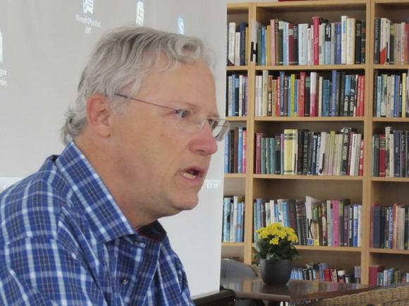 Knud Brogaard fortæller levende om brug af en alpehue