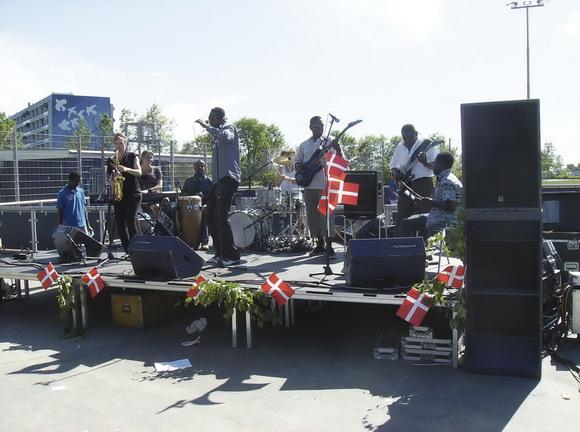 Fællesrådet støtter blandt andet Grundlovsfesten blev i Gellerup fejret med taler, sang, dans og musik og dialog om Grundloven
