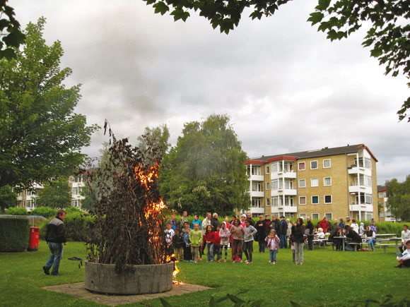 Forsidefoto: Sankthans i Søvangen. Foto af Kirsten Hermansen