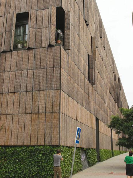 Bambushuset. Hvor bambusmåtter afskærmer altaner for sollys (kun online)