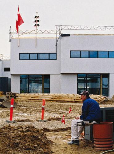 Forsiden: Det nye højstyrkebyggeri i Kolt, byggepladsen før indvielsen. Foto: Bo Sigismund