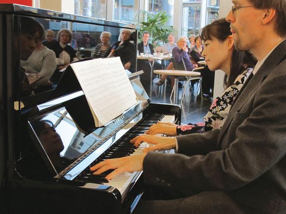 Forsiden: Nyt klaver i Sonnesgården. Foto: Hans Esmann Eriksen
