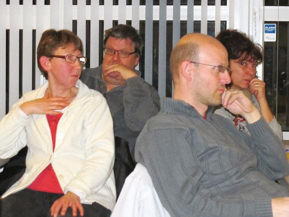 Beboerne lytter intenst til debatten