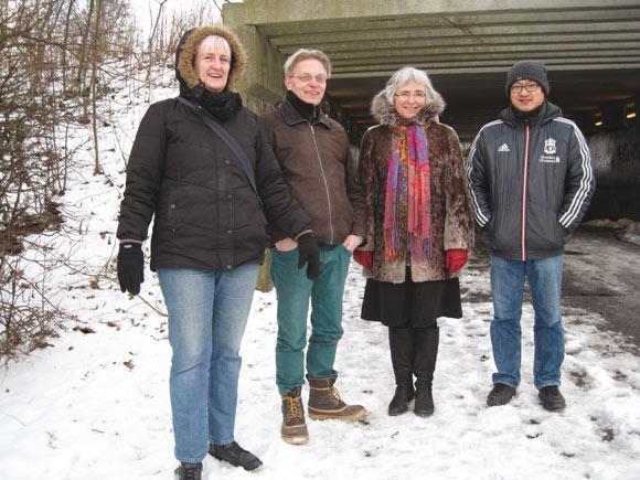 Holdet bag projektet til forskønnelse af tunnelen under Silkeborgvej. Fra venstre er det Helle Hansen, formand for Gellerup Fællesråd, kunstner Niels Rahbæk, skoleleder Susanne Berg og administrationsleder Jens Bitsch fra Sødalskolen.