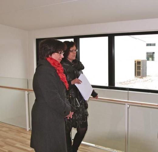 """""""Vi har lige solgt ejerbolig og er derfor på udkik efter en spændende bolig. Det er det energimæssige, der tiltrækker os,"""" lyder det fra to interesserede besøgende."""