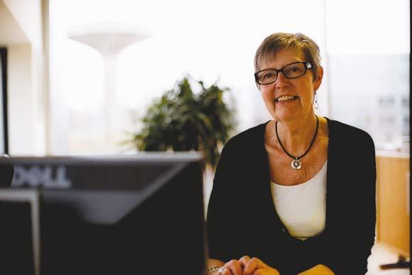 Jytte Andersen har 1. marts været ansat 40 år i Brabrand Boligforening. Her begyndte hun i sin tid som maskinskrivningsdame.