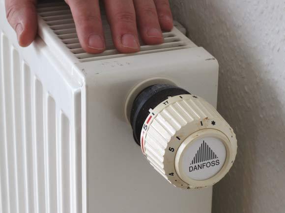 Læg hånden på radiatoren