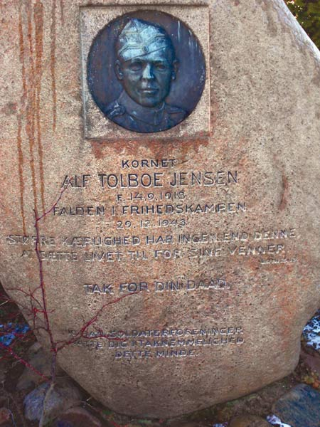 Alf Toldboe Jensens gravsten på Brabrand Kirkegård