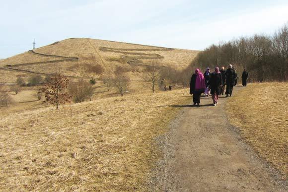 Kvinderne på en 5 km travetur i Hasle Bakker tirsdag eftermiddag