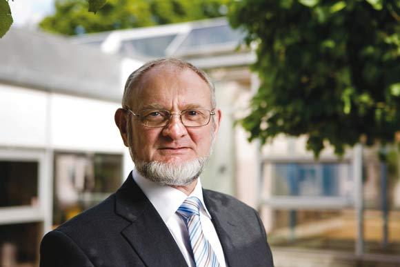 Forsidefoto: Torben Overgaard siger farvel efter 43 år. Arkivfoto: Brabrand Boligforening, Flemming Jeppesen