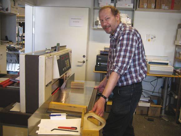 Foreningsbestyrelsesmedlem Peter Iversen er uddannet trykker og ansat i seniorjob på Godsbanens grafiske afdeling.
