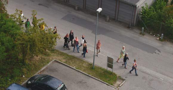 """Byvandringerne """"Bag blokken"""" lokkede mange aarhusianere til Gellerup i festugen"""