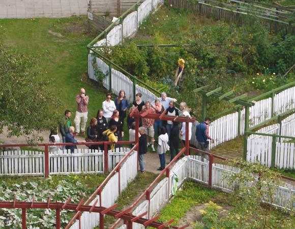 Gæsterne hørte blandt andet om haveforeningen Grønærten, som i 40 år har lejet nyttehaver ud til beboerne i Gellerupparken