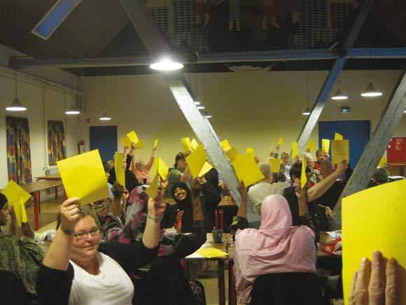 Inden den skriftlige afstemning var der en mundtlig afstemning, fordi en beboer ønskede, at hele forslaget kommer til urafstemning. Det var der et klart flertal imod, så der kunne tages en direkte beslutning i aftes