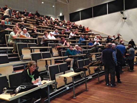 Repræsentantskabet og medarbejderne samlet i salen i Storcenter Nord,  hvor de fik præsenteret analysen.