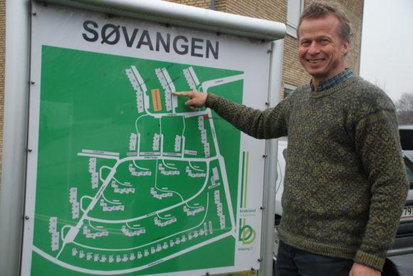 Keld Laursen ved sit barndomshjem Søvangen.