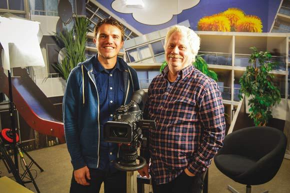Rasmus Kronborg og Steff i studiet, hvor optagelserne foregår
