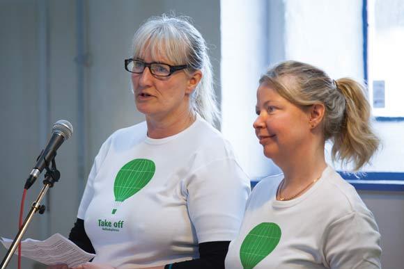 De to afdelingsformænd,  Helle Hansen (tv) og Anett Sällsäter Christiansen, var på hjemmebane, da de fortalte beboerne om deres ønsker for Helhedsplanen.