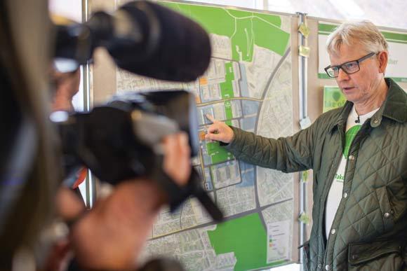 Projektchef Ole Bech Jensen forklarer vejsystemet i Gellerup.