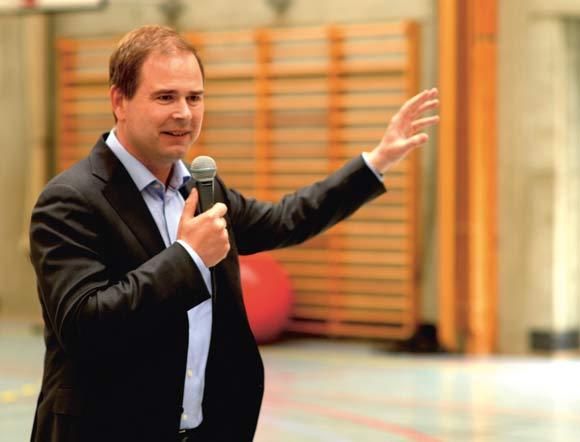Forsvarsminister Nicolai  Wammen holdt grundlovs-talen ved nabofesten.