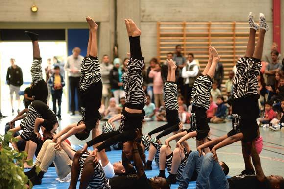 Cirkus Tværs' små artister viste flot akrobatik og lavede festligt gøgleri.