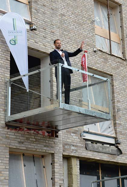Borgmester Jacob Bundsgaard holdt tale fra en altan i de nye havnehuse.