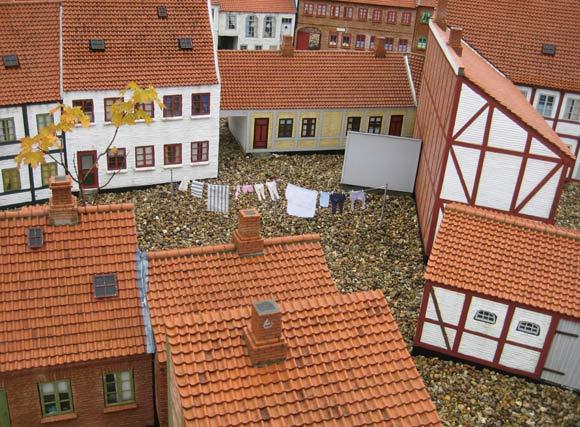 Kolding Mini-by er så autentisk, at der også hænger mini-vasketøj