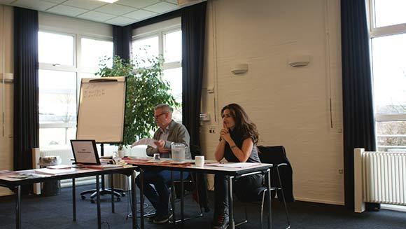 Folketingsmedlem Fatma Øktem fra Venstre og Jan Johansen fra Socialdemokraterne, der begge sidder i By- og Boligudvalget, fortalte om deres oplevelser af udfordringerne med ghettolisten.