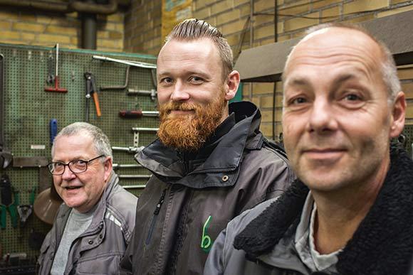 Driftens tre uddannede  ejendomsserviceteknikere f.v. Dan Moisen (55 år), Jesper Skov (31 år) og John Bondegaard Nielsen (48 år).